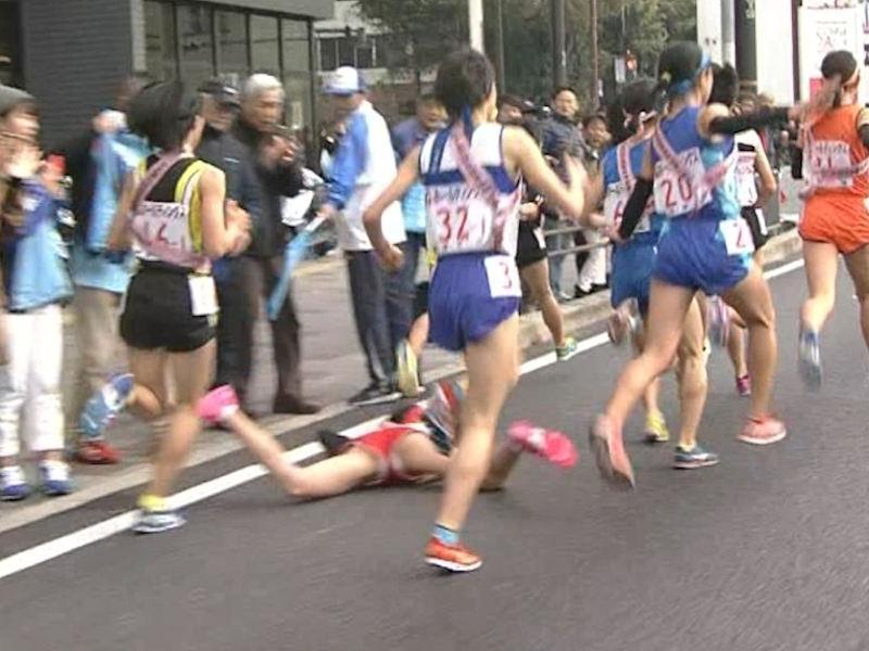 パンツやブラが見えている女子陸上選手のパンチラと胸チラ、エロ画像