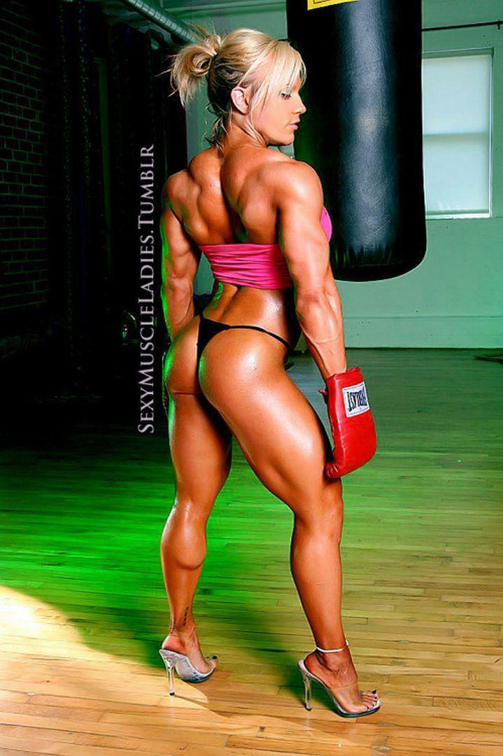 マッチョ外国人ボディービルダー並みのムキムキは女性、筋肉フェチな人にはたまらないでしょう。エロ画像